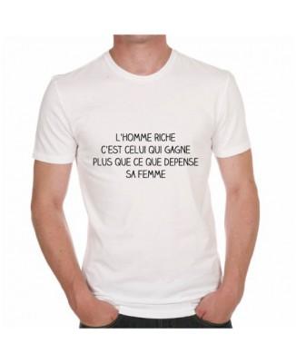 T-shirt L'homme riche c'est celui qui gagne plus que ce que dépense sa femme