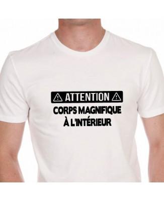T-shirt Attention - Corps magnifique à l'intérieur