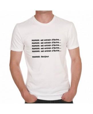 T-shirt Maman est en train d'écrire... Bonjour.